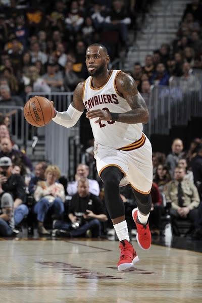 95f16440992 ... LBJ Laces Up Heart of a Lion Nike LeBron 14 in Win vs Denver ...