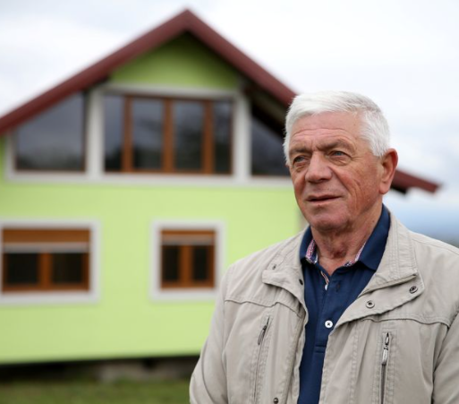 Man single-handedly builds rotating house for his wife after 'getting tired of her complaining about boring view