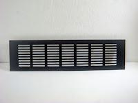 裝潢五金品名:鋁通氣片-2規格:8*15CM(6.5*11CM)規格:8*22.5CM(6.5*19.8CM)規格:8*30CM(6.5*26.6CM)規格:8*41CM(6.5*38.5CM)規格:8*48CM(6.5*45.5CM)顏色:鋁色材質:黑色功能:可裝在門片上有通風之功能玖品五金