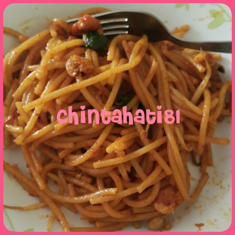 Spaghetti Goreng Seafood & Sambal Tumis Ikan Bilis