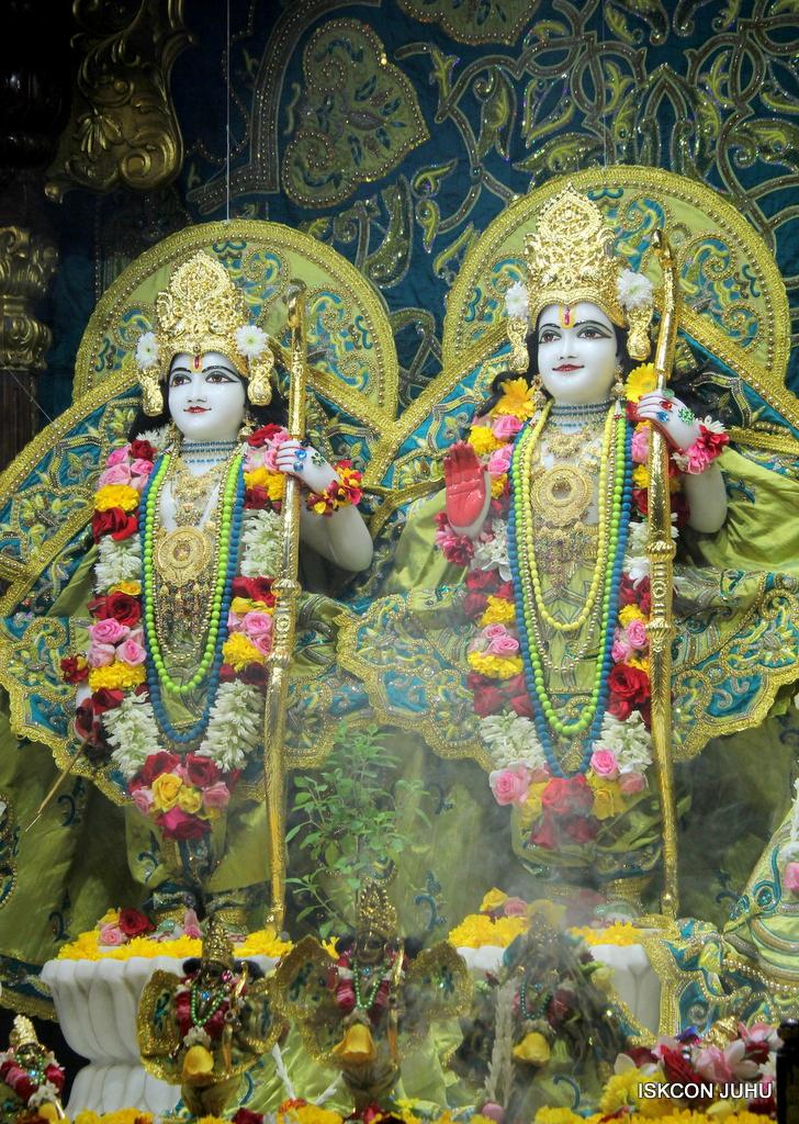 ISKCON Juhu Sringar Deity Darshan on 25th Oct 2016 (24)