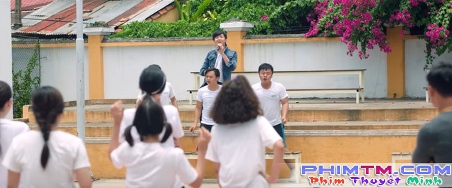 Ngô Kiến Huy thất tình ngồi khóc và hát nghêu ngao trong trailer Cô Gái Đến Từ Hôm Qua - Ảnh 5.
