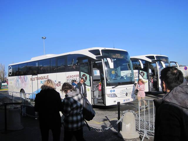 パリ北部ボーヴェ空港シャトルバス乗り場