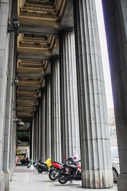 好無奈!民眾拍美照「沒在管」 台南古蹟窗台又被踩