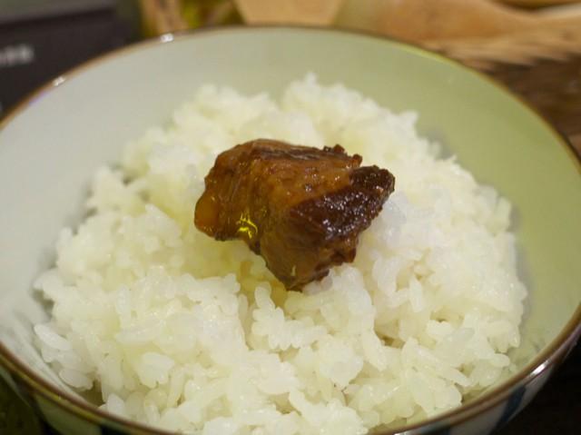 御飯に乗せた豚の角煮