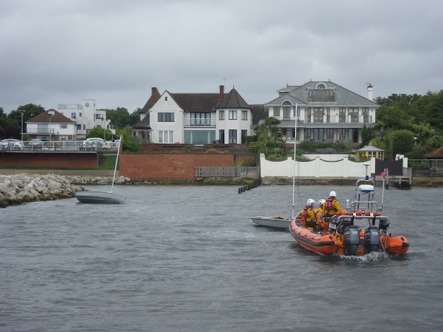 Poole ILB assists 2 capsized dinghies by Parkstone Yacht Club breakwater - 25 July 2015