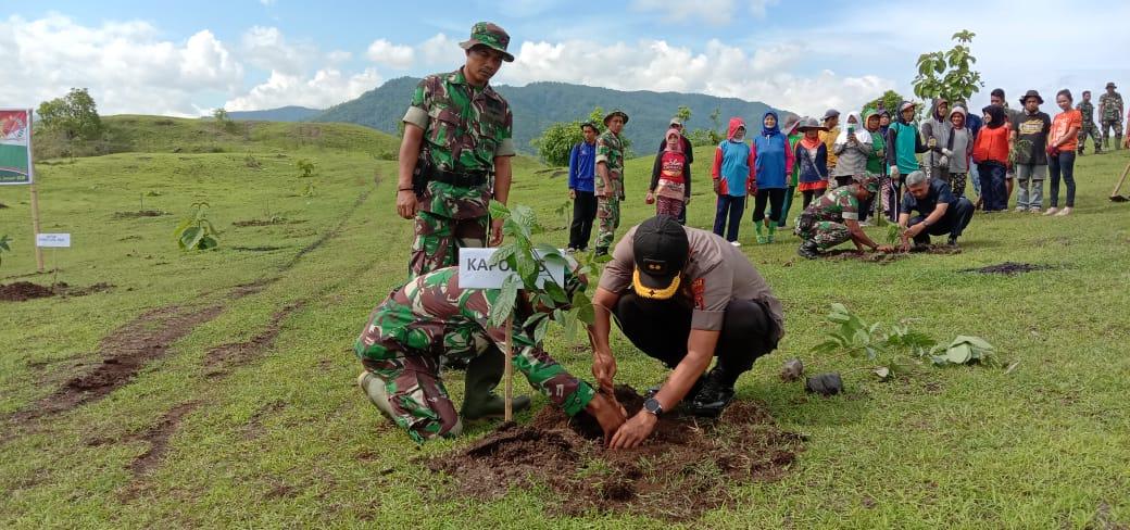 Kapolres Soppeng : Penanaman Pohon Penghijauan Sebagai Sedekah Bumi