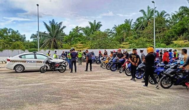 Kumpulan konvoi motosikal 'diserbu' polis