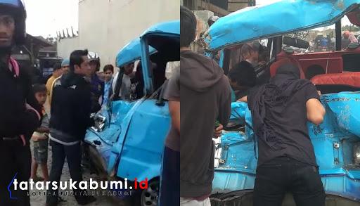 Angkot Tabrak Tronton Pasir di Sukabumi