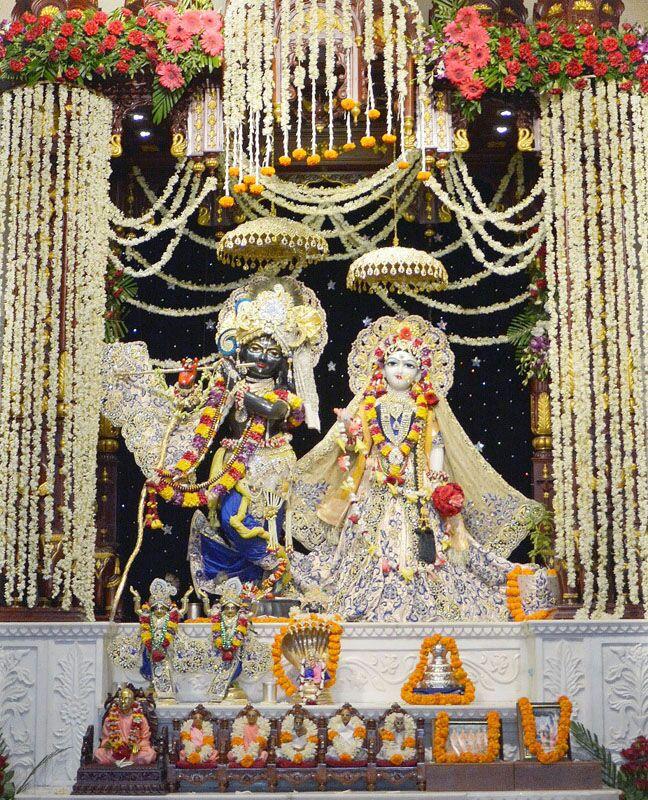 ISKCON Ahmedabad Sringar Deity Darshan 16 August 2016 (13)
