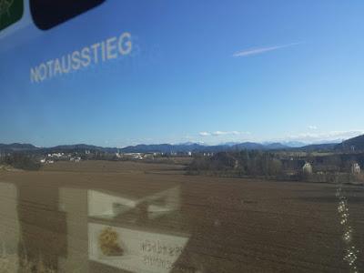 Auf dem Weg nach Kärnten, nein keine Fotomontage, sondern aus dem Speisewagen des Railjets aufgenommen. #railjet #öbb #kärnten