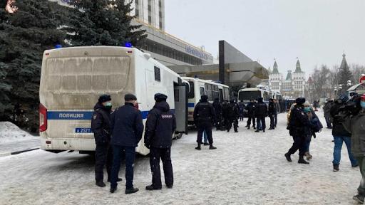 الامن الروسي يهاجم تجمعاً سلمياً  للمعارضة وتعتقل المئات منهم
