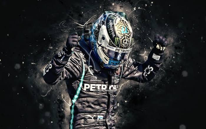 Veja Exato momento que a roda do carro do Valtteri Bottas é retirada