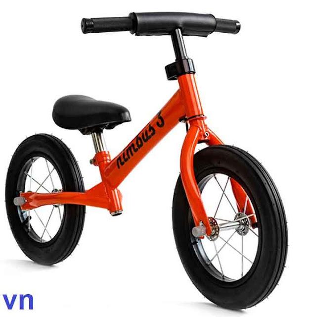 Cửa hàng Mẹ và Bé Vân Ngọc số: 926 Quang Trung, F8, Gò Vấp, TP HCM chuyên bán: Xe dap can bang tre em, xe dap can bang cho be, xe can bang tre em, Xe đạp cân bằng trẻ em, Xe đạp trẻ em Stitch, xe đạp trẻ em hitasa, Xe đạp trẻ em, Xe đạp cho bé gái, Xe đạp thể thao trẻ em, Xe đạp cho bé trai, Xe đạp cho bé 5 tuổi, Giá rẻ - chất lượng tốt nhất TP HCM.