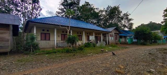 Berada di Ujung Kabupaten, Gedung Pustu tampak Kosong tak Berpenghuni