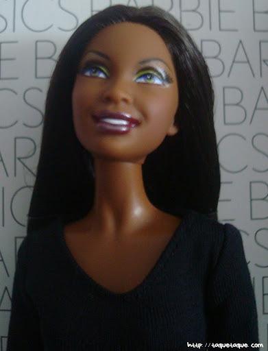 Barbie Basics LBD #10: primer plano de la carita y del busto