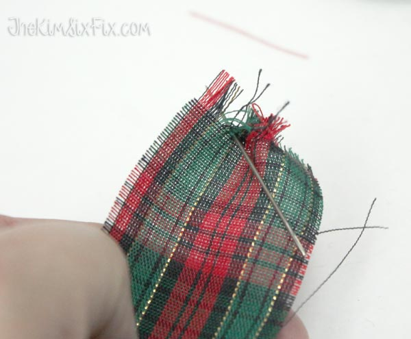 How to fray knit fabric
