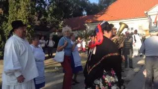 Szüreti felvonulás Jákó 2015 - Tánca Faluház udvarán 2. video