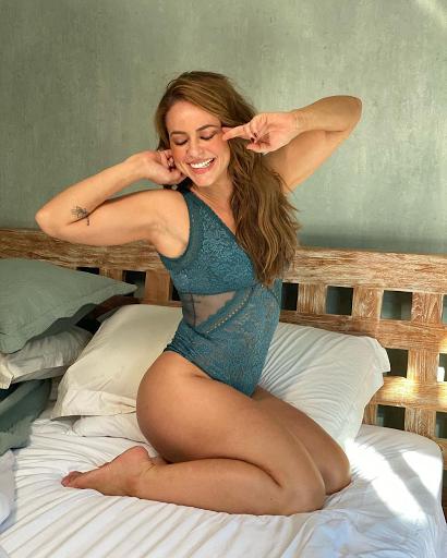 Paolla Oliveira esbanja sensualidade e requebrando na web