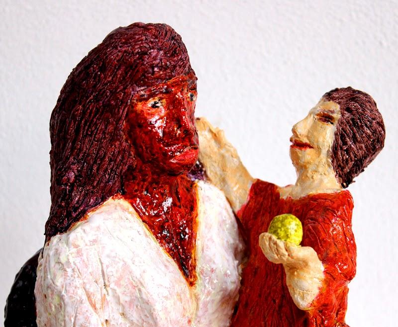 mare de déu amb el nen sostenint una poma (beeld van frank waaldijk, detail madonna met kind)