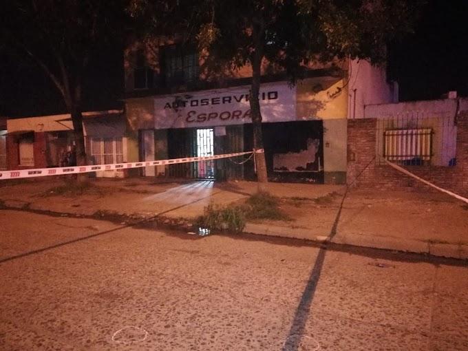 Un motociclista efectuó  disparos sobre el Supermercado Chino de Comandante Espora