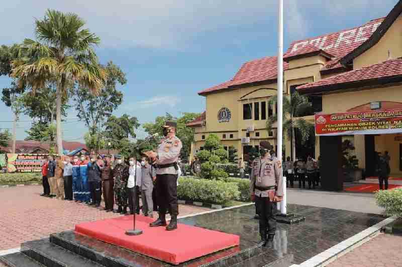 Pastikan Keamanan Obyek Vital Nasional, Kapolda Riau Pimpin Gelar Apel Patroli Berskala Besar Di Polres Rohil.