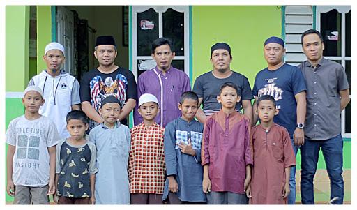 Di bulan Ramadan, Komunitas The United Of Elby di Bone Bagi Parcel ke Kaum Dhuafa