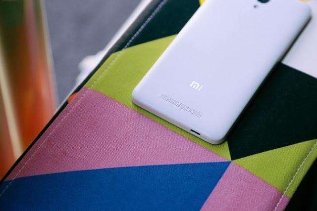 Mặt lưng bằng nhựa của Xiaomi Redmi Note 2