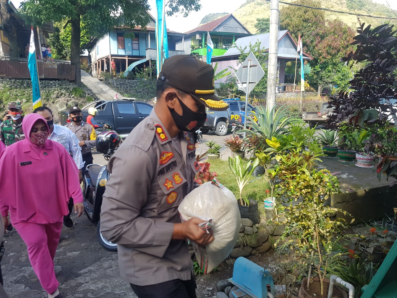 Momen HUT RI ke - 75, Kapolres Soppeng Pimpin Penyerahan Bantuan Polri