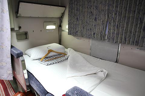JR寝台特急「日本海」 4001レ A寝台 下段