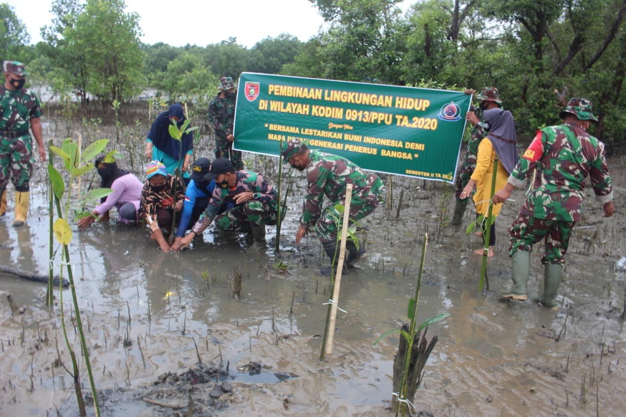 Lestarikan Alam dan Hijaukan Pantai, Kodim 0913/PPU Tanam Mangrove