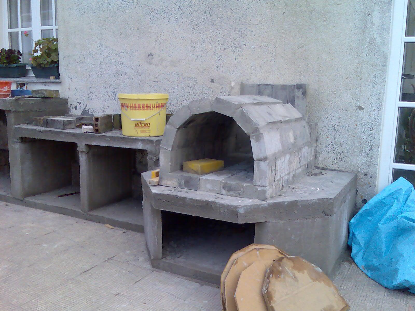 El sexagenario horno de le a y barbacoa for Como hacer un horno de lena de hierro