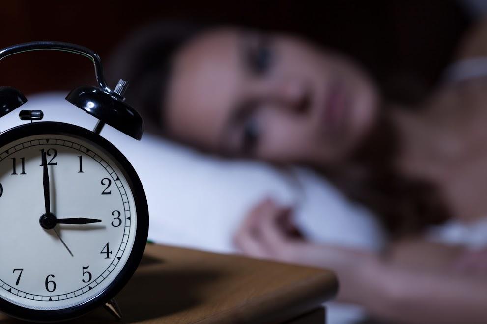 7 wskazówek jak polepszyć jakość snu i wyjaśnienie dlaczego to tak ważne