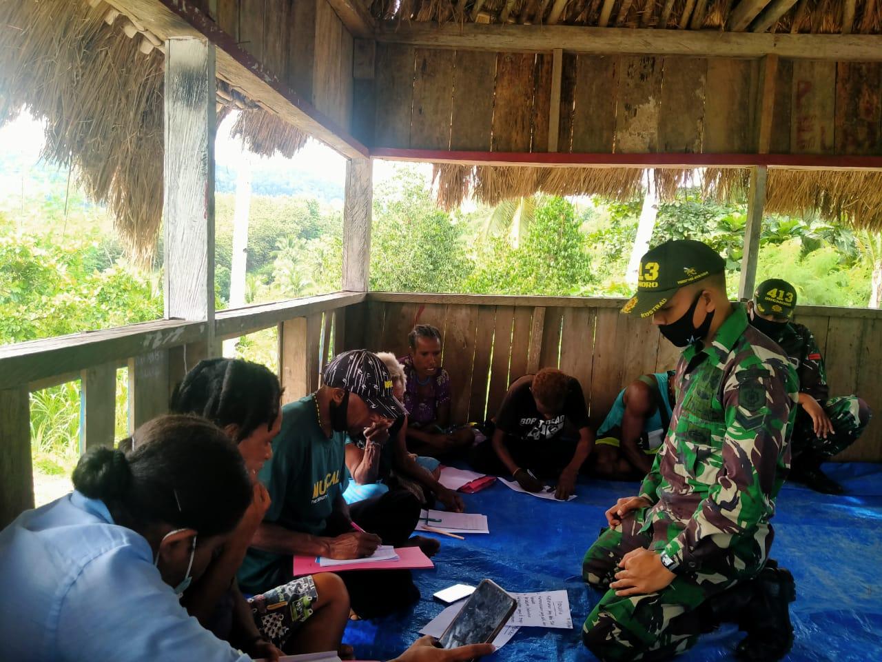 Kejar Paket C, Warga Papua Ini Dibina Satgas Yonif MR 413 Kostrad