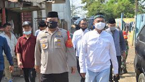 Sambut Hari Raya Idul Adha 1441.H, Kapolsek Neglasari Dampingi Kapolres Metro Tangerang Kota, Menyerahkan Bantuan Hewan Qurban