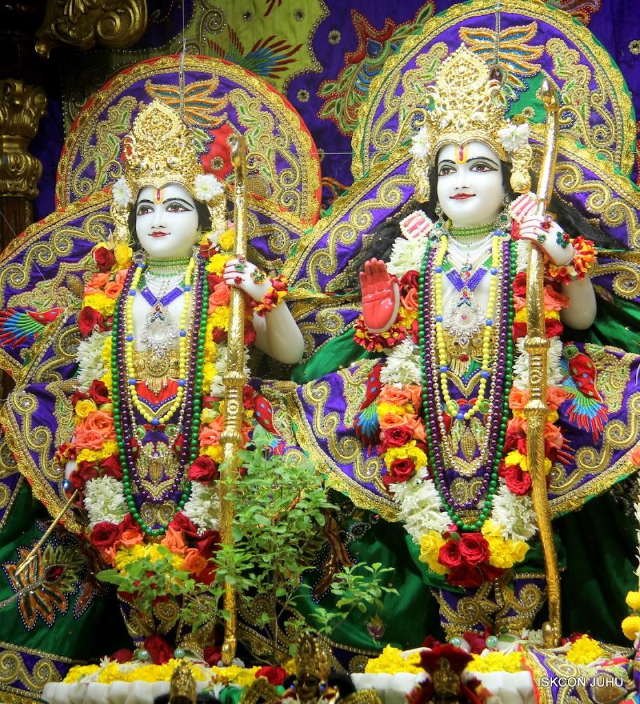 ISKCON Juhu Sringar Deity Darshan on 31st July 2016 (17)