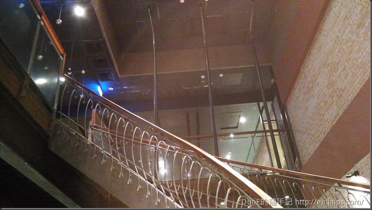 鼎盛十里鍋物-二樓階梯