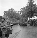 Motor, Bren Carriers, Tanks, a crowded street in Aalst. Date: September 18, 1944. Photographer: Willem van de Poll. Source: Dutch National Archive