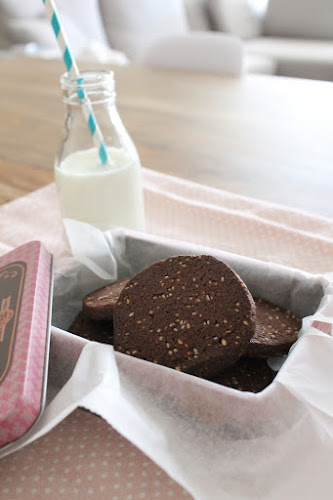 Not 2 late to craft: Galetes de cacau i sèsam / Cocoa and sesame cookies