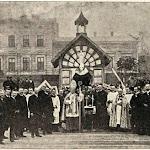 010-Архиепископ Більчевський благословить робітників на будові костелу Св.Ельжбети .1904 рік.jpg