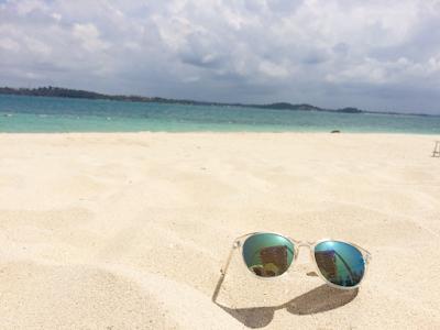 liburan ke Pulau Beralas Pasir