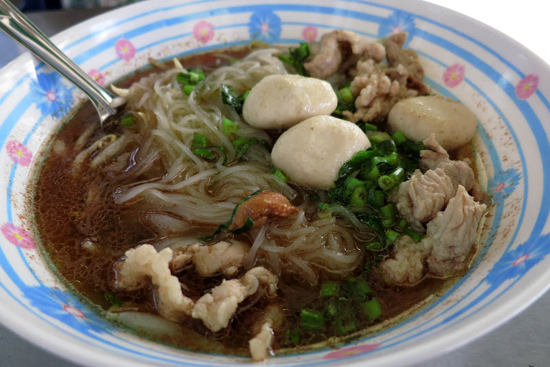beef and noodle soup with fish balls