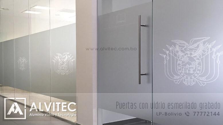 Puertas con cristal esmerilado grabado