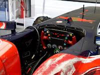 Scuderia Toro Rosso volánja.JPG