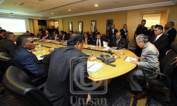 Dr. Mahathir pengerusikan mesyuarat dengan KSN, KSU