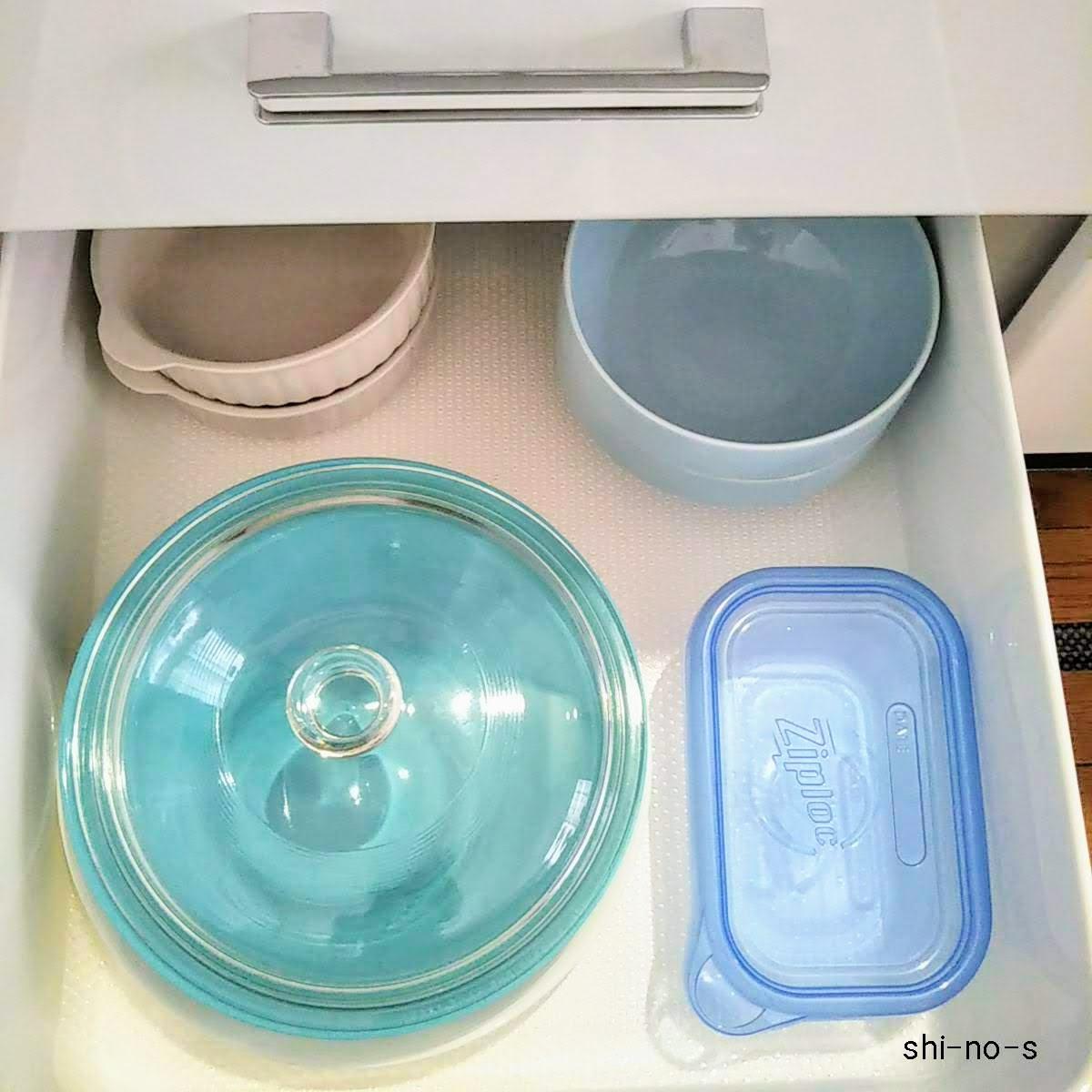 キッチン引き出しに、食器のデイバリューを収納
