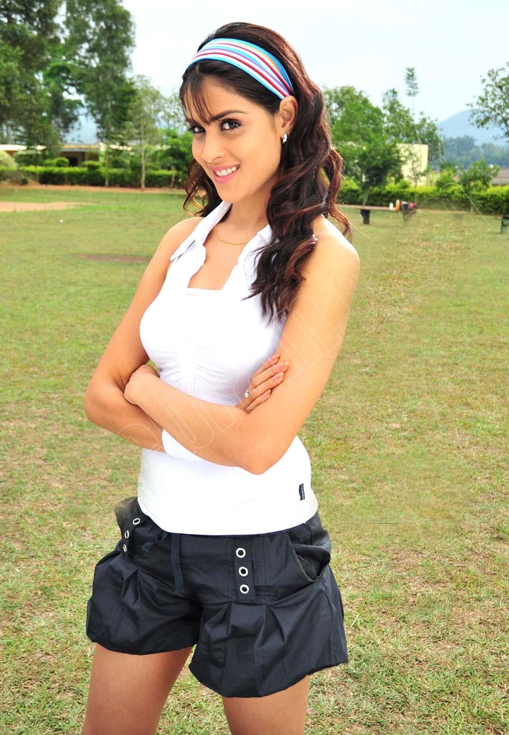 Hot Genelia Sexy Thigh Leg Show Yuvika Chaudhary Jeans