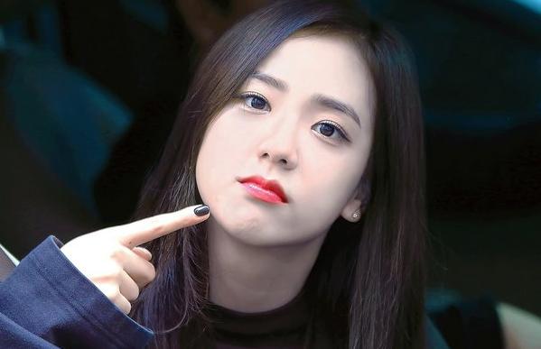 7 Idol Yang Cantiknya Luar Biasa jisoo