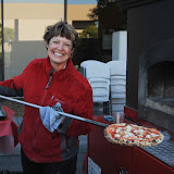 Gesine Franchetti showing a pizza right out of the Fire to Go pizza oven