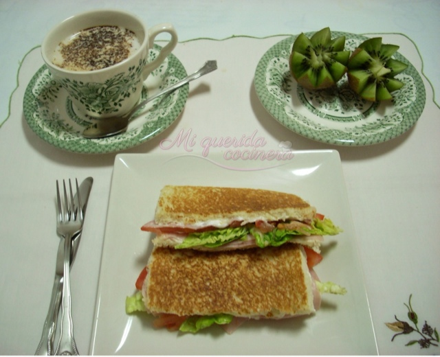 Sandwich vegetal con jamón york